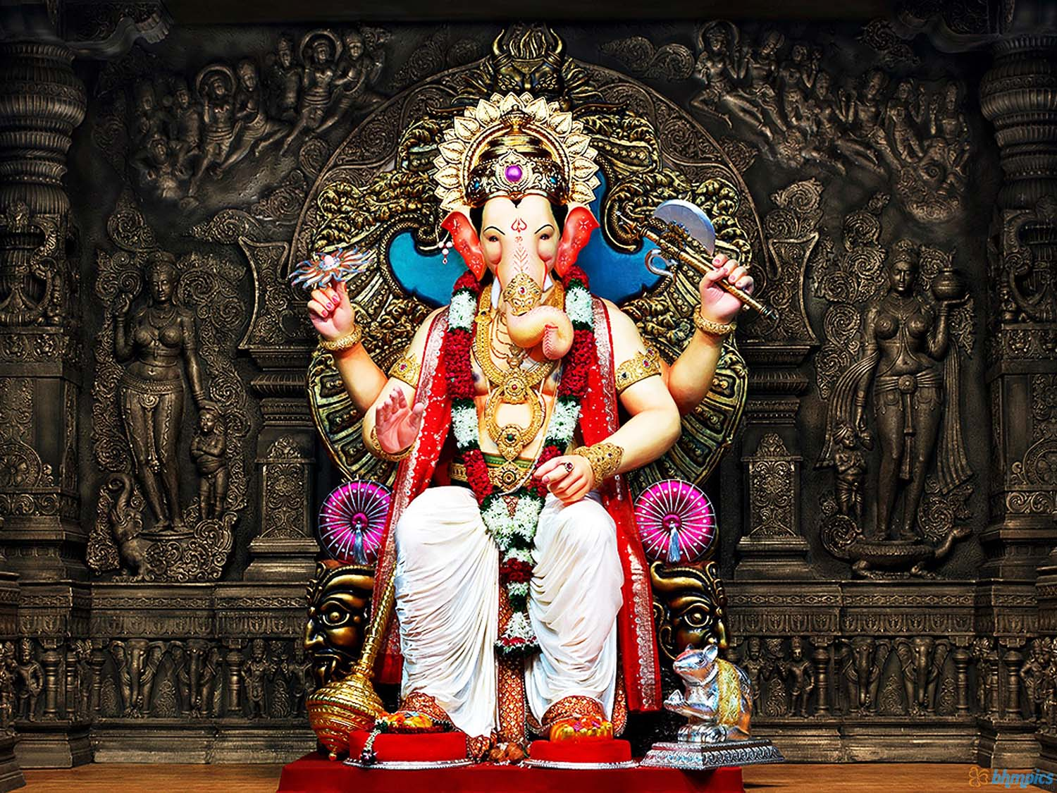 Ganpati God Image sitting on Throne!